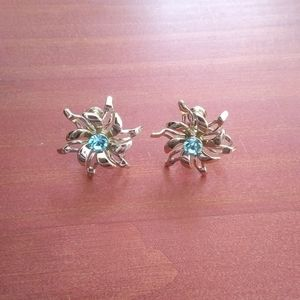 Vintage Blue jewel silver flower screw back earrin